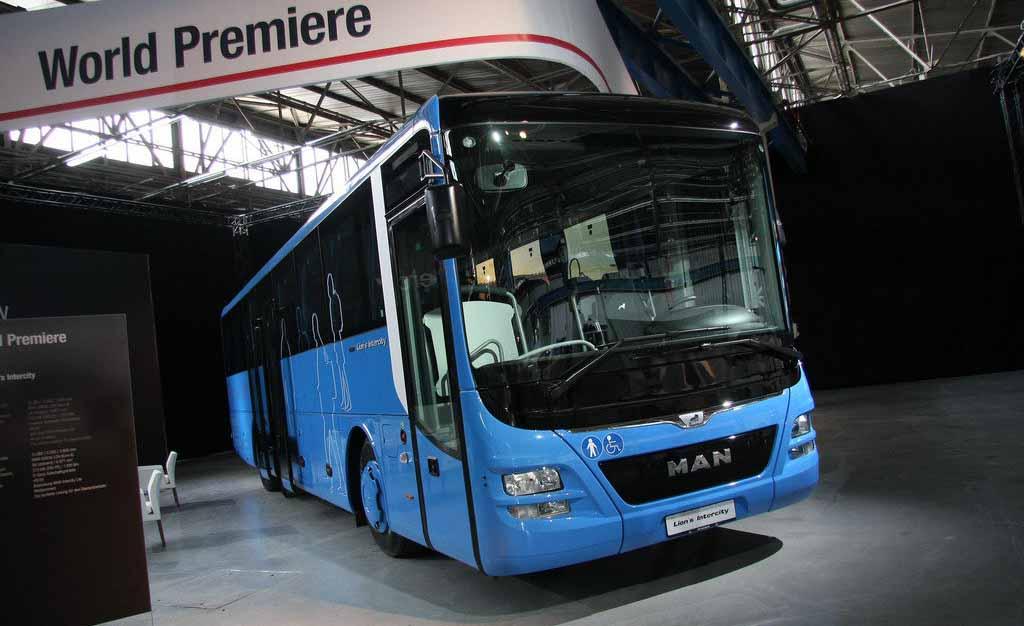 man_prezentoval_avtobus_lions_intercity