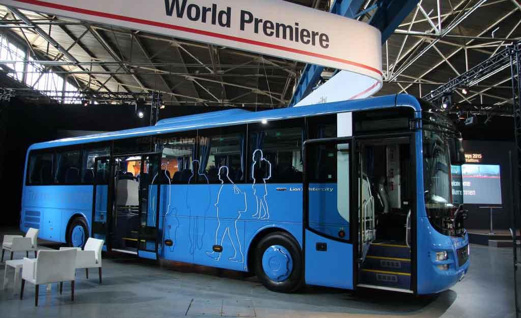man_prezentoval_avtobus_lions_intercity_1